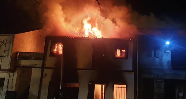 Photo of O incendio dunha vivenda en Sobrado (Trives) en imaxes