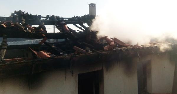 Photo of Incendio dunha vivenda en Sobrado (Trives)