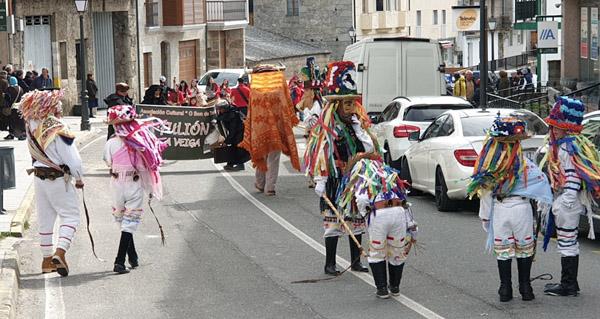 Photo of Charrelos, folións, comparsas e soá no Martes de Entroido na Veiga