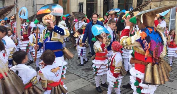 Photo of Multitudinario desfile do Domingo Gordo en Verín