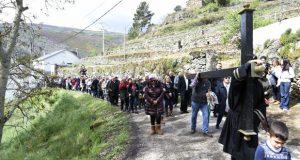 O Vía Crucis das Ermitas (O Bolo) congrega a multitude de persoas
