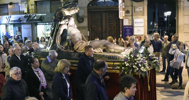 Photo of Ata nove pasos, na procesión do Santo Enterro en Ourense