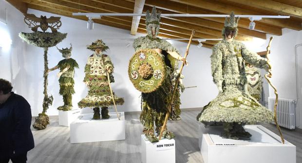 """Photo of A mostra de traxes """"Douche a Galbana"""", na sala de exposicións do Concello de Viana"""