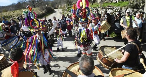 """Photo of As Mázcaras de Manzaneda, no """"Desfile dos Entroidos tradicionais de Galicia"""""""