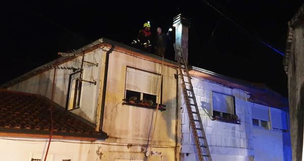 Photo of Arde o tellado dunha vivenda en Sobrado (Trives)