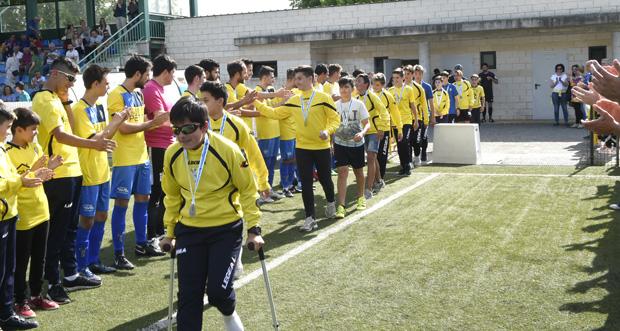 Photo of O CD Rúa cae ante o Leiro, nun partido con homenaxe ao equipo infantil como campión da Copa Deputación