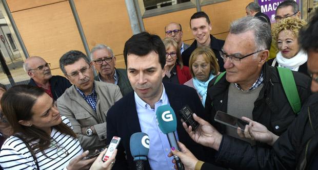 Photo of Gonzalo Caballero abre a campaña das municipais apoiando ao candidato socialista á alcaldía do Barco