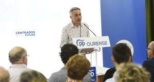 """Elías Rodríguez: """"Seguiremos potenciando os servizos sociais con novas prestacións"""""""