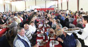 A Festa do Cordeiro de Larouco congrega a unhas 400 persoas