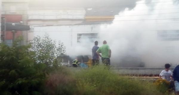Photo of Arde unha cabina vella de tren na Rúa