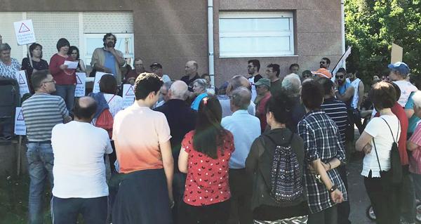 """Photo of Concentración veciñal ante o Centro de Saúde Rubiá para pedir """"a restitución da segunda praza de médico"""""""