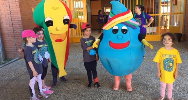Photo of Cholo e Nela comparten xornada festiva en Trives con multitude de nenos na XXII Convivencia de Educación Infantil