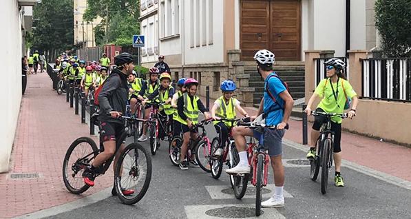 Photo of Alumnos de 4º e 5º de Primaria do colexio Divina Pastora percorren O Barco en bicicleta
