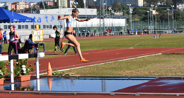 Photo of A vilamartinesa Eva Arias vence nos 3.000 m obstáculos no campionato galego de clubs