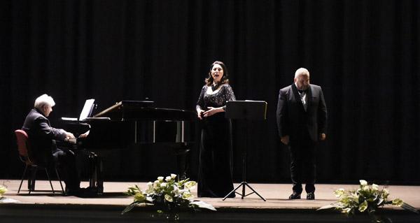 Photo of Recital de ópera e zarzuela na Rúa da man de Montserrat Mart í Caballé e de Luis Santana