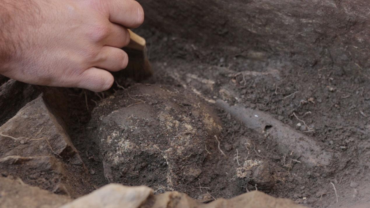 Photo of Atopan posibles restos humanos prehistóricos na Ribeira Sacra