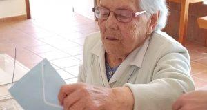 Unha muller de 105 anos vota en Sober