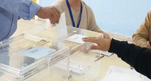 Os canditatos á alcaldía de Trives votan