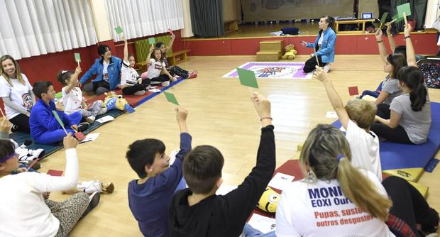 Photo of Os alumnos do CEIP Manuel Respino da Rúa aprenden primeiros auxilios xogando