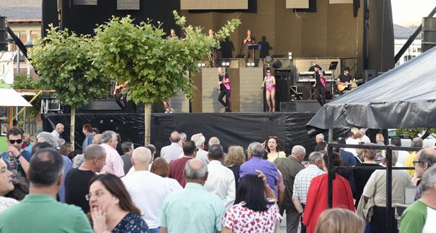 Photo of Moita música para despedir as festas do San Antón en Fontei (A Rúa)