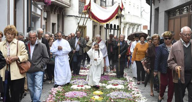 Photo of A procesión do Corpus Christi no Barco, deslucida pola chuvia