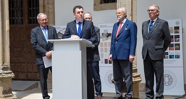 Photo of O valdeorrés Isidro García Tato, na inauguración da mostra do 75 aniversario do IEG Padre Sarmiento