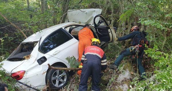 Photo of Rescatados os dous feridos que caía por un barranco en Trives
