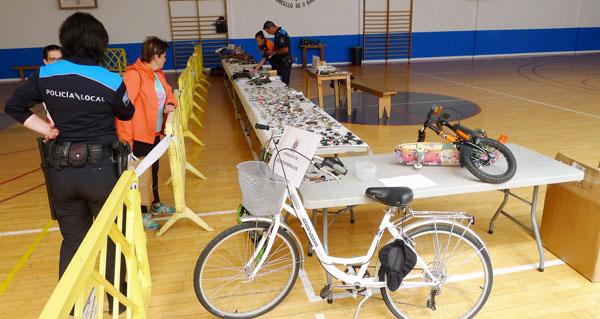 Photo of A Policía Local do Barco organiza unha exposición de obxectos perdidos no pavillón vello