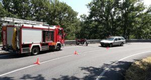 Un accidente entre unha moto e un coche deixa un ferido en Trives