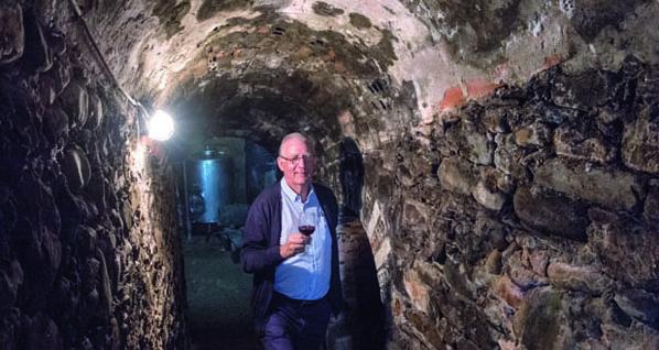 """Photo of Manuel López: """"A finalidade das covas era a conservación do viño"""""""