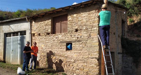 Photo of Quedan 6 días: o alumeado xa está colocado para a Festa das Covas de Vilamartín de Valdeorras
