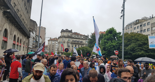 Photo of A choiva non freou a multitudinaria manifestación do Día de Galicia en Compostela