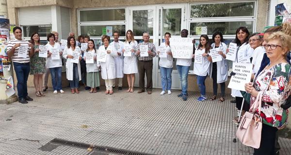 """Photo of Seguen as concentracións no Barco en defensa dunha """"primaria digna"""""""
