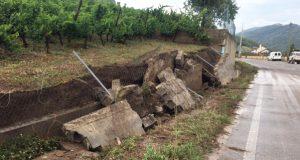 Desprendementos de terra en Éntoma e danos no viñedo pola tormenta