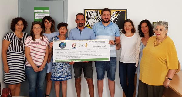 Photo of A AECC de Valdeorras recibe o talón da II Andaina e Trail Rubiá Solidaria polo Cancro Infantil