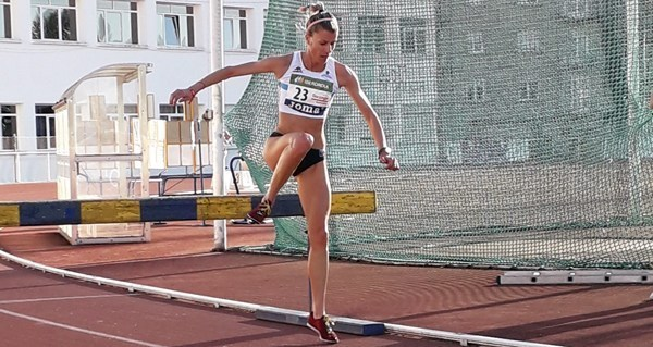 Photo of Os valdeorreses Eva Arias, Leticia Gil e Carlos Revuelta, convocados pola selección galega de atletismo