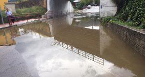 Cortado o acceso ao Barco dende Veigamuíños e inundacións en locais e casas, consecuencias da tormenta