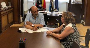 A nova alcaldesa de Petín, Raquel Bautista, reúnese co presidente da Confederación do Miño-Sil