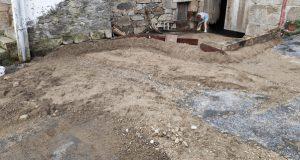 A treboada deixaba as rúas de Cimadevila (Río) cheas de barro e pedras