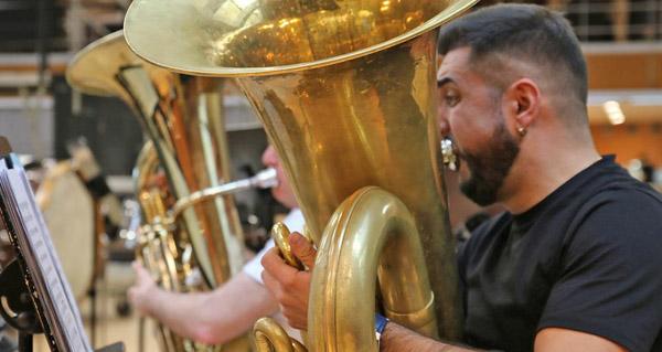 Photo of O tuba e director da Banda de Música de Sober, Miguel Franqueiro, reforzará a plantilla da orquestra do Teatro alla Scala de Milán