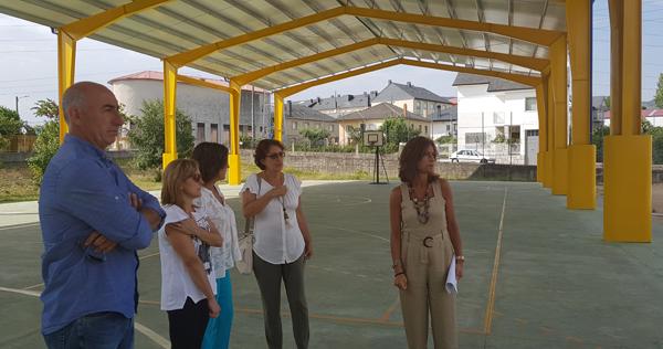 Photo of Rematan os traballos de rehabilitación da pista de recreo do CEIP Manuel Bermúdez Couso da Pobra de Trives