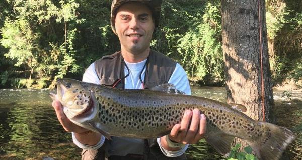 Photo of Unha troita de 3,7 quilos, capturada en augas do río Lor