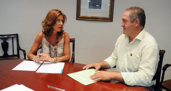 Photo of O alcalde de Manzaneda, Amable Fernández, reúnese coa delegada territorial da Xunta