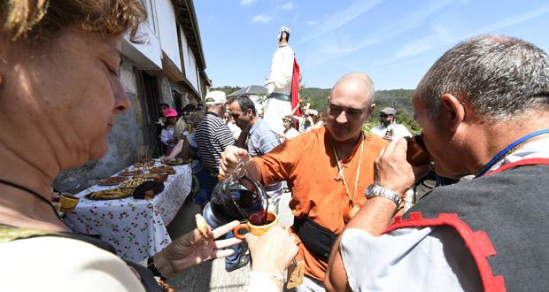 Photo of Sobrado (Trives) celebra o seu propio desfile polas adegas no marco da Festa Medieval