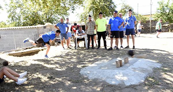 Photo of O torneo de bolos celtas reúne a 32 parellas en Punxeiro (Viana do Bolo)