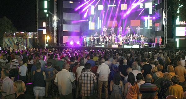 Photo of As festas de San Roque (A Rúa) comezan mañá cunha sesión de cine ao aire libre