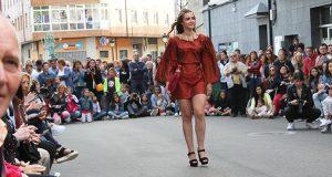 O desfile de moda de Jorge de Álvarez seduce ao público en Viana do Bolo