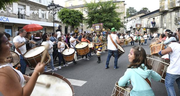 Photo of O son dos folións envolve Trives co Entroido de Verán
