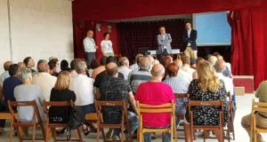 Os veciños de San Vitorio (Allariz) reúnense con Medio Rural para promover a mobilidade de terras