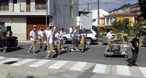 Photo of A charanga BB+ pon ritmo á mañá do último día de festas na Rúa